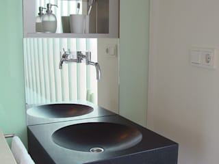 Linea architecten Modern style bathrooms