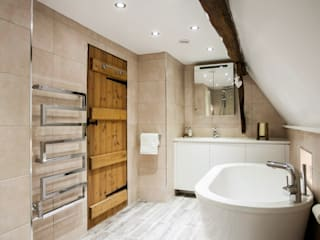 Boutique hotel style modern bathroom with rustic features:   by Burlanes Interiors