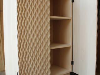 Mr. Quin cupboard:  in stile  di Studio Baag