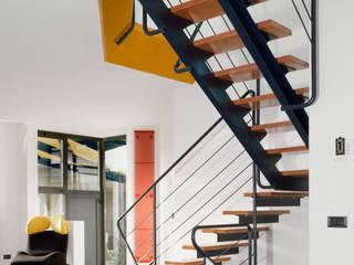 villette a schiera a Monza Ingresso, Corridoio & Scale in stile moderno di RoccAtelier Associati Moderno