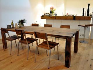 Fasstisch Nr. 74: rustikale Küche von Walter's Wood Idea AG