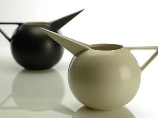 Brocca Beccaccia: Casa in stile  di Ceramiche Bucci srl