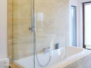 Maison particulière Salle de bain moderne par Casalamotte Moderne