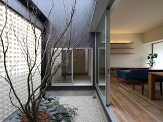 eclectic  by YOKOI TSUTOMU architects, Eclectic