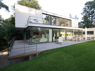 Haus W: moderne Häuser von THOMAS BEYER ARCHITEKTEN