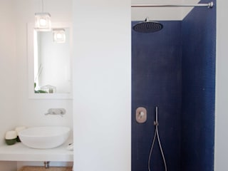 Minimalist bathroom by Anomia Studio Minimalist
