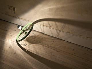 Rim Lamp Bodenleuchte: modern  von Studio DLF,Modern