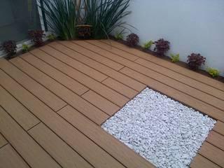 Deck WPC libre de mantenimiento: Balcones y terrazas de estilo  por Grupo Boes