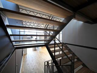 Réhabilitation d'une imprimerie en maison de production :  de style  par T design architecture