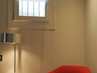 interni camera:  in stile  di ASSOCIAZIONE STUDI TECNICI (AST)