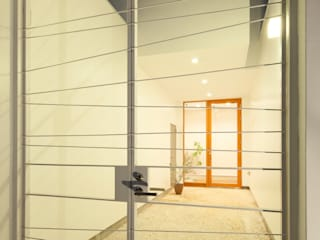 Modern corridor, hallway & stairs by Kichi Architectural Design Modern