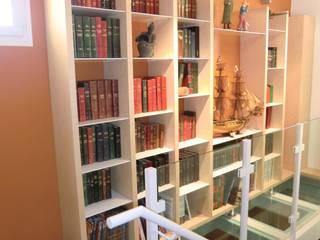 Rénovation d'une villa 70's : escalier et plancher en verre suspendus par Tepeedesign