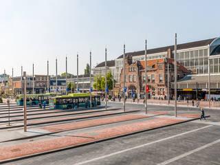 Stationsplein en Rode Loper: modern  door wUrck, Modern