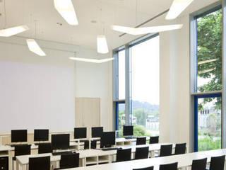 Von der Lagerhalle zum Schulungs- und Bürogebäude Minimalistische Bürogebäude von Inka Ott Innenarchitektur Minimalistisch
