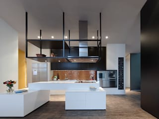 Loft ESN Ippolito Fleitz Group – Identity Architects Modern kitchen