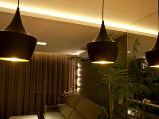 Leles Arquitetura e Iluminaçãoが手掛けたリビング, モダン