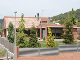 Single family house in Begues Modern houses by FG ARQUITECTES Modern