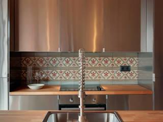 Lara Pujol | Interiorismo & Proyectos de diseño Sala da pranzo in stile mediterraneo