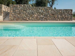 Realizzazione piscina Vesperini Della Noce designers Piscina in stile mediterraneo