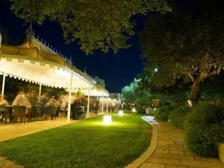 Hotel Gaya Mediteran Oleh MELLOGIARDINI EXTERIOR DESIGNERS Mediteran