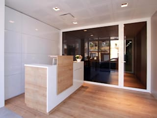 Modern Klinikler Lara Pujol | Interiorismo & Proyectos de diseño Modern