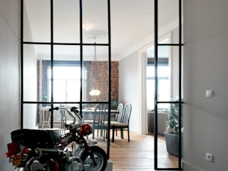 Appartement G.: Maisons de style  par Design Parel