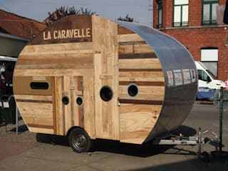 La Caravelle : mi-caravane, mi-poubelle: Locaux commerciaux & Magasins de style  par Atelier Michel Dupont