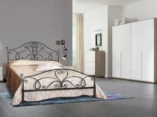 Letto Eleonora: Camera da letto in stile  di Ferrari Arredo & Design