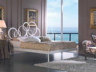 Brigitte: Camera da letto in stile  di Ferrari Arredo & Design