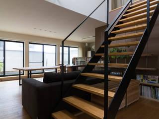 安東の住宅|住まい方の変化に向き合う モダンデザインの リビング の 一級建築士事務所 SAKAKI Atelier モダン