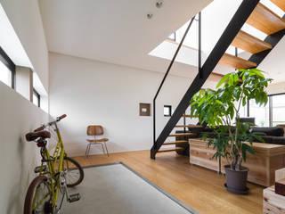 安東の住宅|住まい方の変化に向き合う モダンスタイルの 玄関&廊下&階段 の 一級建築士事務所 SAKAKI Atelier モダン