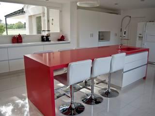Cocina termoformado blanca de Muebles muc. Moderno