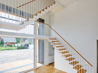 Modern Corridor, Hallway and Staircase by Möhring Architekten Modern