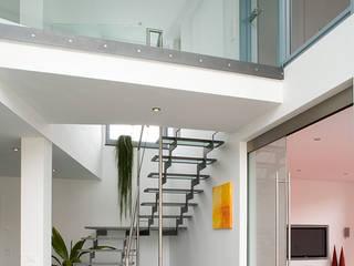 Blick vom Esszimmer in die Galerie:  Esszimmer von aaw Architektenbüro Arno Weirich