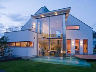 Blick auf die Südseite Moderne Häuser von aaw Architektenbüro Arno Weirich Modern