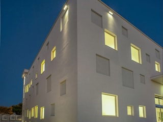 Coricciati Medical Group: Cliniche in stile  di Studio Macagnano