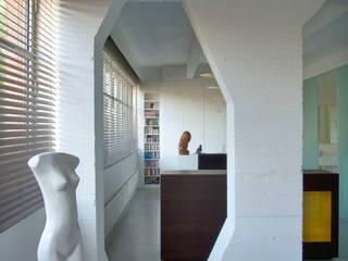 Loft 19 - Aménagement d'un plateau à PARIS XIX: Chambre de style de style Industriel par Agence d'architecture Odile Veillon / ARCHI-V.O
