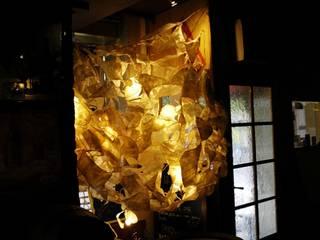 Structure lumineuse floral:  de style  par Decibel Design