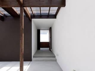 3つの中庭のあるリゾートハウス モダンな 家 の ラブデザインホームズ/LOVE DESIGN HOMES モダン