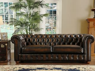 Vintage Design Living Room with Chesterfield Sofa: classic  by Locus Habitat,Classic