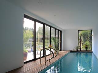 Maison H: Piscines  de style  par Vulacon-Gibello Architectes