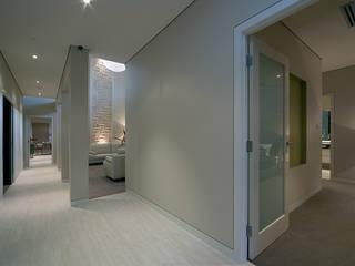 Modern Living Home – Canberra – Australia Ingresso, Corridoio & Scale in stile moderno di Ceramiche Coem Moderno