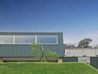 Rumah oleh WAA ARCHITECTS 一級建築士事務所, Modern
