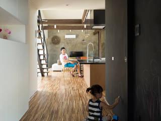 玄関ホワイエ: 花田設計事務所が手掛けたです。
