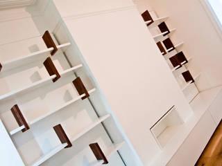 Bespoke Built-in Living Room Wall Dancing Bookshelf:  Living room by GO