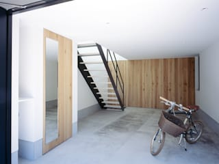 Minimalist style garage/shed by 高橋直子建築設計事務所 Minimalist