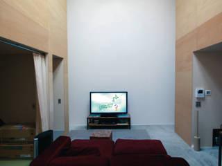 ハコノナカノハコノイエ オリジナルデザインの リビング の Kondohideo Architects co,;ltd. オリジナル