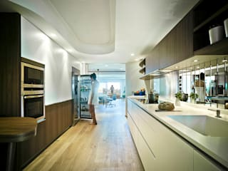 Eclectic style kitchen by Manuel Ocaña Architecture and Thought Production Office Eclectic