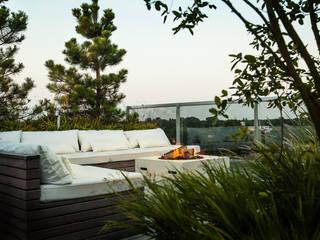 Balcones y terrazas modernos de Studio REDD exclusieve tuinen Moderno