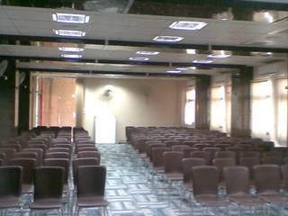s.r interiors Modern schools by srinteriors Modern